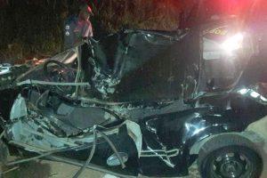 Manhuaçu: Jovem bate carro em pedra, capota e morre na hora