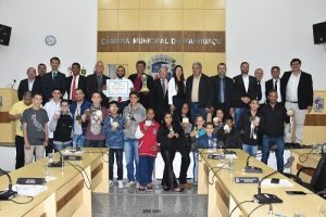 Vereadores de Manhuaçu aprovam quatro projetos e homenageiam atletas do Jiu-Jitsu