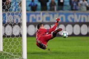 Cruzeiro empata de 1 a 1 com o Grêmio. Fábio pega pênalti