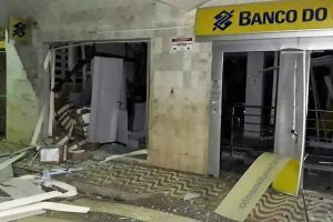 Caixas eletrônicos são explodidos em São João do Oriente