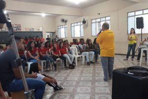 Adolescentes participam de palestra sobre Setembro Amarelo