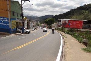Avenida Tancredo Neves é sinalizada após revitalização da pista de rolamento