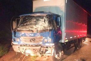 Polícia: Caminhões batem; PC prende acusada de homicídio; Arma é apreendida