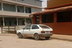 Rapaz é agredido e tem carro roubado em Divino