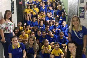 Prefeitura leva crianças do AABB Comunidade ao cinema