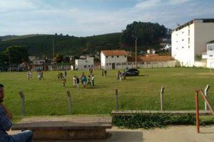 Polícia: Jovem é morto em campo de futebol; furtadas 1,5 toneladas de abacate; veículos recuperados