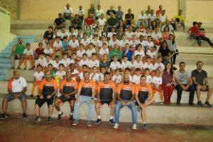 Prefeitura entrega materiais esportivos para projetos sociais de Manhuaçu