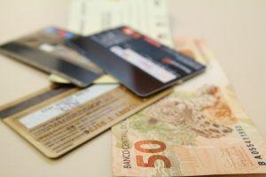 Febraban alerta foliões sobre golpes com cartão de crédito ou débito
