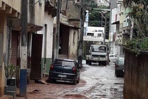 Prefeitura limpa ruas após chuva forte em Manhuaçu