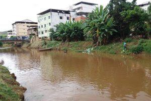 SAMAL realiza limpeza de córrego no Bom Pastor e do Rio Manhuaçu