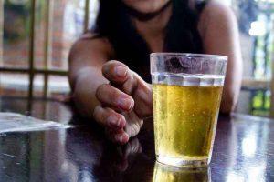 Pesquisadora traça perfis de pessoas cuja ingestão de álcool pode ser considerada um transtorno
