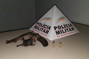 Manhuaçu: PM apreende arma e conduz envolvidos para delegacia
