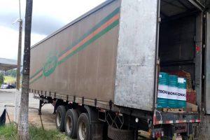 Manhuaçu: Carreta roubada em Diamantina é localizada em Vilanova