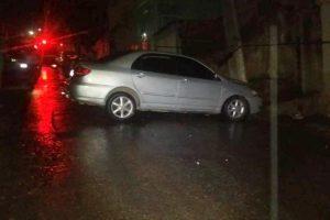 Manhuaçu: Colisão de carro em poste deixa um ferido
