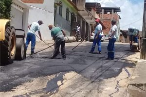 Prefeitura realiza operação tapa-buracos em Manhuaçu