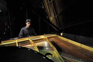 Pianista Rafael Ruiz ganha bolsa para estudar em Londres