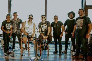 Rômulo Santos lança clipe com Gabriel Gava