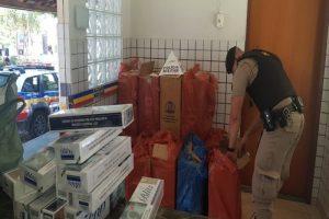 Manhuaçu: PM apreende cigarros contrabandeados, dinheiro e réplica de arma de fogo