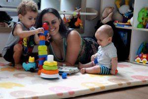 Brincar ajuda a fortalecer vínculos entre pais e filhos