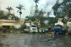 Energisa se mobiliza para reparos na rede elétrica em Manhuaçu após chuva e ventania