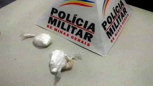 Durandé: Joga cocaína no lixo mas acaba preso pela PM