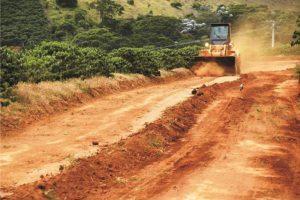 Obras são realizadas no Córrego Manhuaçuzinho