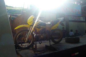 Manhuaçu: PM recupera motocicleta roubada e prende dois envolvidos