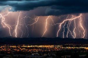 Verão: Atenção deve ser redobrada com raios