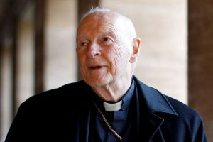 Papa expulsa cardeal norte-americano acusado de abusos sexuais