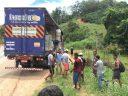 PRF conduz três pessoas para delegacia após incidente com carreta na BR 116