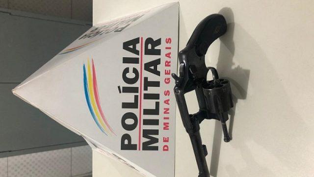 Após denúncias, PM apreende arma de fogo em Santa Margarida