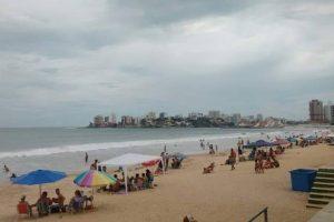 Guarda-vidas salvam moradores de Manhuaçu na Praia do Morro