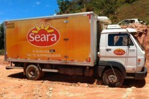 Manhuaçu: Caminhão frigorífico é recuperado e suspeitos são presos pela PM