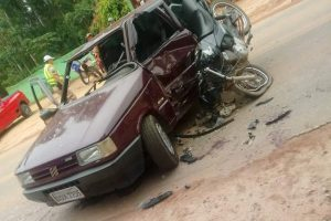 Região: Acidente entre moto e Uno deixa três feridos na MG 111