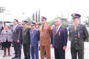 Jornalista Lauro Moraes, de Manhuaçu, recebe homenagem do exército