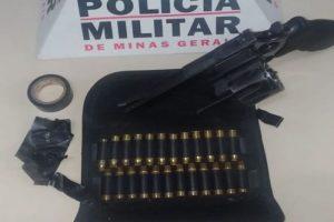 Arma e carro com placa adulterado são apreendidos em Manhuaçu