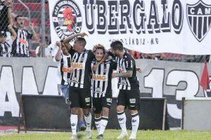 Atlético vence e se mantêm líder do Mineiro