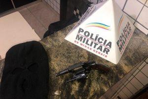 Manhuaçu: PM prende um dos autores do homicídio e apreende a arma utilizada no crime