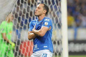 Cruzeiro vence na Libertadores e segue líder