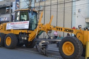 Prefeitura de Manhuaçu adquire nova máquina motoniveladora