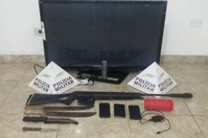 Matipó: PM prende cinco autores e recupera materiais roubados em propriedade rural