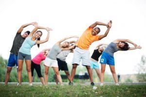 Praticar exercício deixa a dieta mais saudável, diz estudo