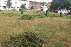 Manhuaçu: SAMAL limpa e roça jardins do CAPS