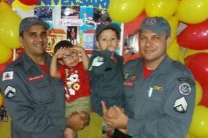 Bombeiros participam de aniversário do pequeno Bernardo