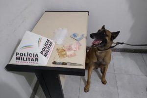 Manhuaçu: Pedras de crack, faca e dinheiro localizados na Vilanova