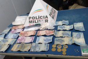 Manhuaçu: Polícia Militar prende autores de tráfico de drogas na rua Francisco Fialho