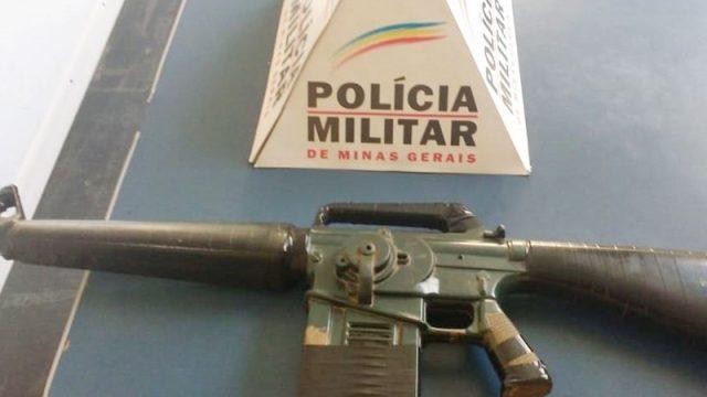 Manhuaçu: Simulacro de fuzil é apreendido no Santa Terezinha