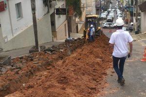 Manhuaçu: SAAE realiza troca da rede de água na rua Nudant Pizelli