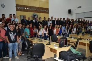Câmara aprova projeto de aluguel social e recebe visita de alunos de Direito