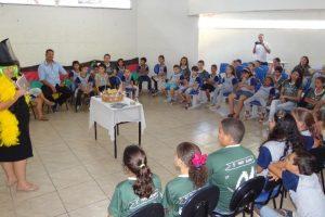 Café Literário recebe crianças da EM Oswaldo Teixeira de Cerqueira